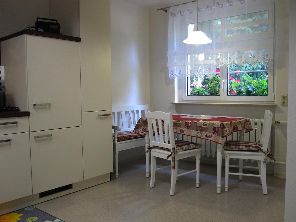 Fewo-Oesterlein - Küche mit Essbereich